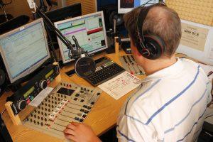 Leif Scriba an der Studio-Technik.